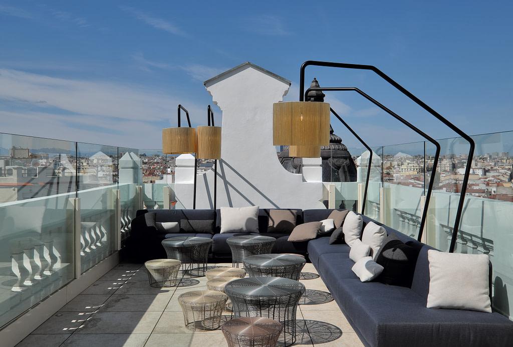 pub crawl madrid picalagartos terrace