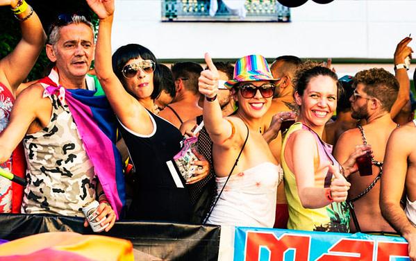lesbian pub crawl bar tour madrid